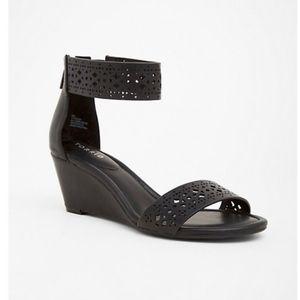 Torrid Black Double Strap Sandals 9.5W
